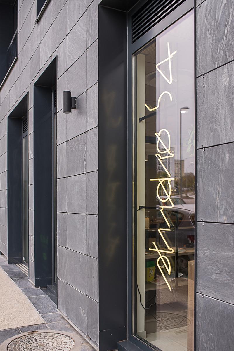 neon-studio-54-façade