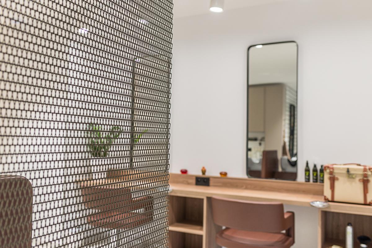 zone-coiffage-fauteuils-rideau-metallique