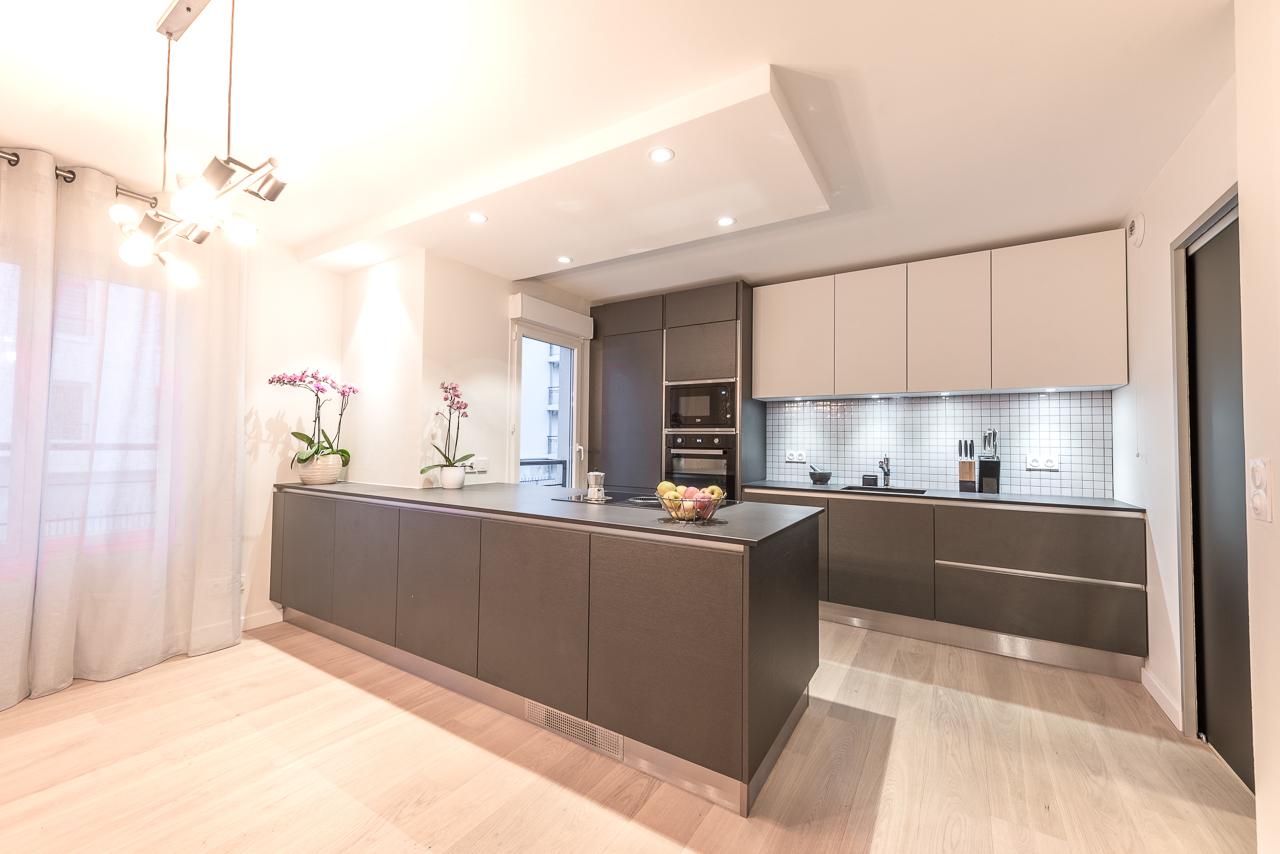 cuisine-ouverte-faux-plafond-separation-vitree